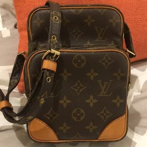 AUTHENTIC LOUIS VUITTON!!